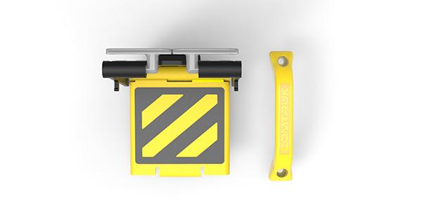 Comtruk handle and gate step